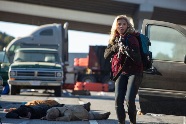 chloe moretz chay tron tham hoa diet vong cua nguoi ngoai hanh tinh trong the 5th wave 3