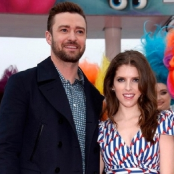"Justin Timberlake ""bat tay"" Anna Kendrick cover ""True Color"" tai Cannes 2016"