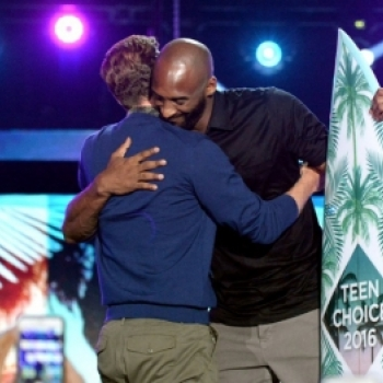 "Justin Timberlake suyt hon dong gioi voi Keegan-Michael Key tại ""Teen Choice Awards"""