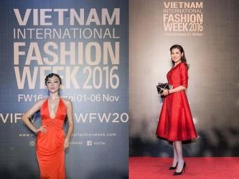 "Dan nguoi dep hoi tui tai tham do ""Vietnam International Fashion Week"""