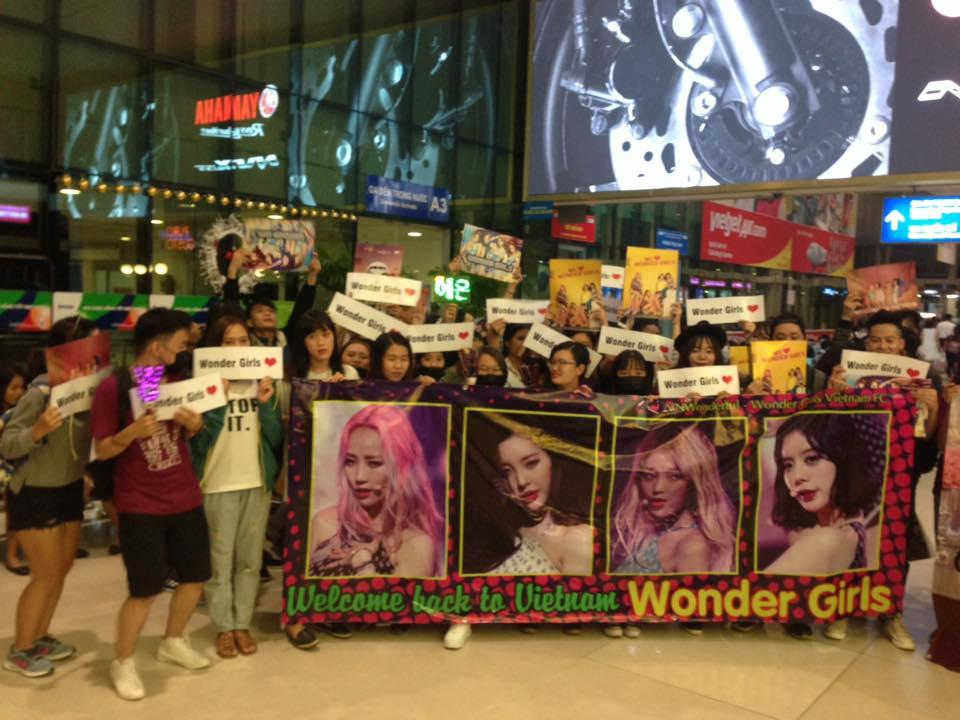 fan viet ron rang don wonder girls tai san bay noi bai 7