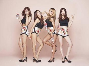"Sistar tro lai, netizen cam than ""Co ve nhu mua he da den roi day""."