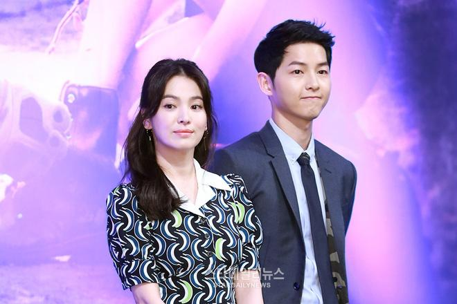 tai sao hung than dispatch lai chiu bo qua song joong ki va song hye kyo suot 2 nam qua 6