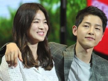 Su that ve tin don bo me Song Joong Ki len Seoul gap Song Hye Kyo de ban ve dam cuoi the ky