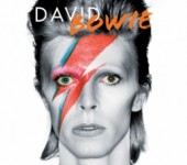 "Album cua David Bowie ""lat do"" Adele tren Billboard 200"
