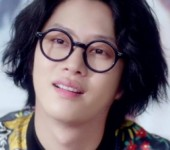 "Heechul (Super Junior) me mản  ""nu than I.O.I"" Chaeyeon trong MV nhạc Trot"