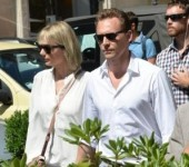 Taylor Swift lo ngai Tom Hiddleston yeu minh chi de danh bong ten tuoi?