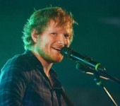 "Fan nu phai vao tu vi qua ghien ""Shape Of You"" cua Ed Sheeran"